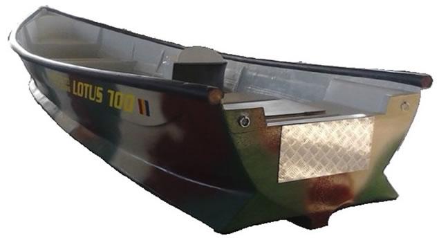 barca din fibra pentru pescuit lotus 700