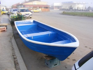Barca de agrement si pescuit din fibra de sticla 5.50 lungime